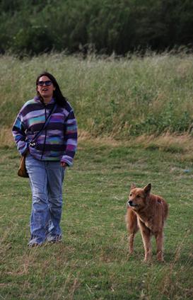 Eleonora e Leon cane anziano felice dopo il percorso di educazione cinofila di Francesca Trani